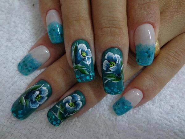 Unhas-decoradas-com-flores-em-azul