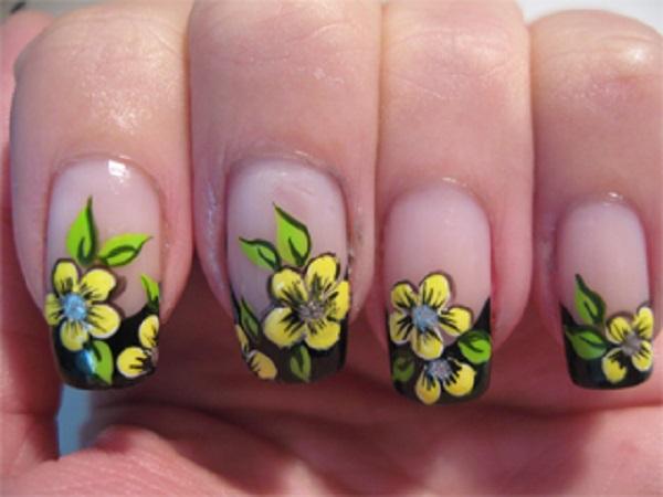 unhas decoradas Flores amarelas