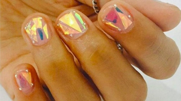 shattered-glass-nails-trend